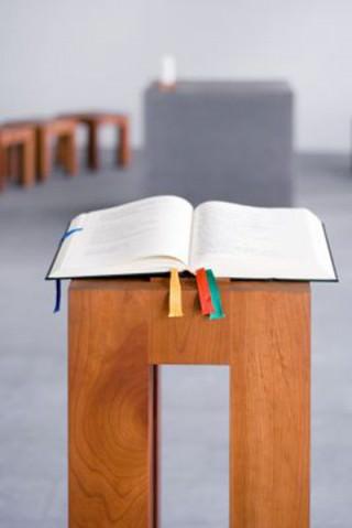 Bibel på alter