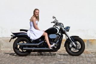 Konfirmand på motorcykel
